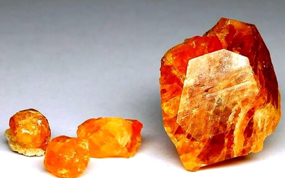 гранат камень свойства кому подходит