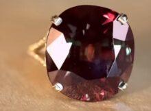 Александрит камень: свойства, кому подходит по знаку зодиака, приметы, связанные с камнем