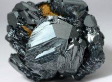 Гематит камень: магические и лечебные свойства кровавого минерала, кому подходит и как носить